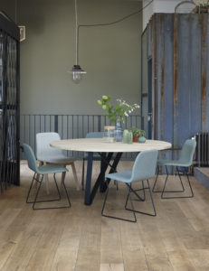 Twister tabel and quin chairs